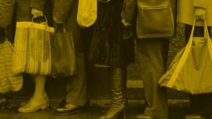Fotos do filmu Każdy wie za kim stoi
